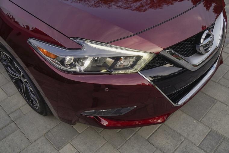 2016 Nissan Maxima Platinum Sedan Headlight Picture