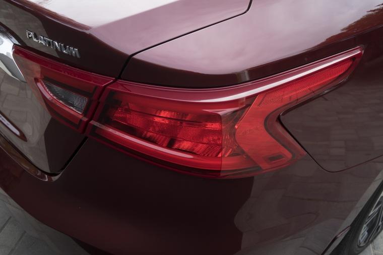 2016 Nissan Maxima Platinum Sedan Tail Light Picture