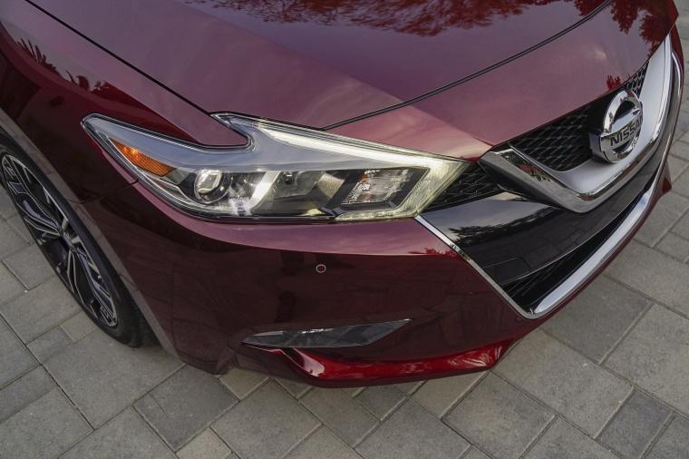 2017 Nissan Maxima Platinum Sedan Headlight Picture