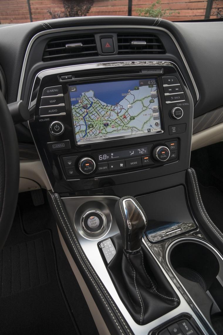 2017 Nissan Maxima Platinum Sedan Center Stack Picture
