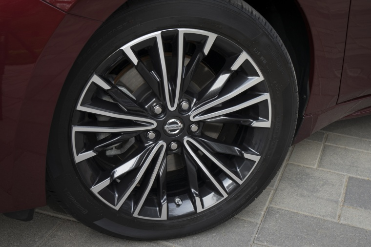 2018 Nissan Maxima Platinum Sedan Rim Picture