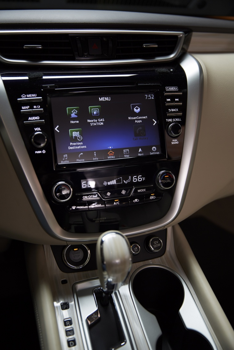 2018 Nissan Murano Platinum AWD Center Stack Picture
