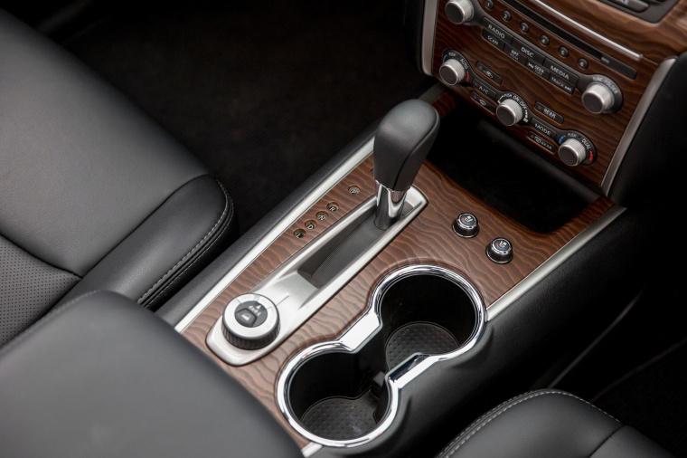 2018 Nissan Pathfinder Platinum Center Console Picture