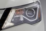 Picture of 2018 Nissan Pathfinder Platinum Headlight