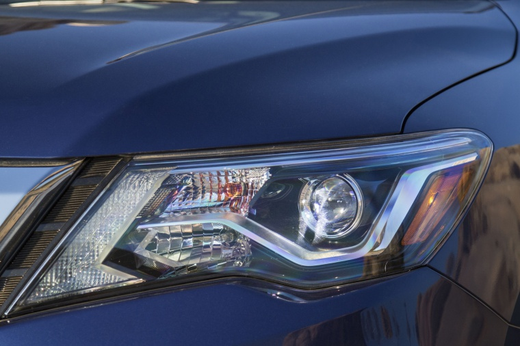 Picture of a 2020 Nissan Pathfinder Platinum 4WD's Headlight