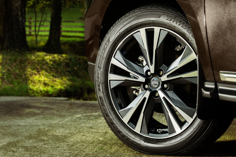 Picture of a 2020 Nissan Pathfinder Platinum 4WD's Rim
