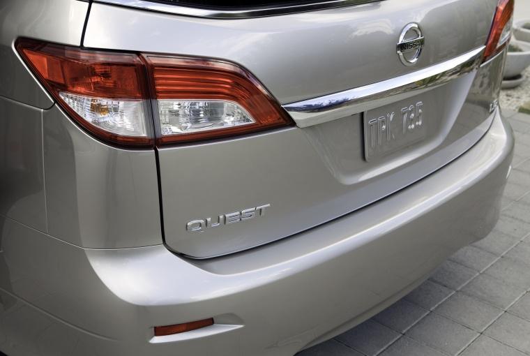 2012 Nissan Quest Tail Light Picture