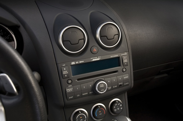 2010 Nissan Rogue Center Stack Picture