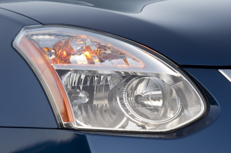 2010 Nissan Rogue 360 Headlight Picture