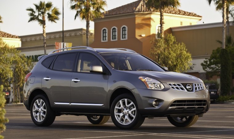2011 Nissan Rogue SV With SL Package AWD In Platinum Graphite From A Front  Right Three