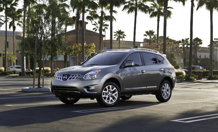 2012 Nissan Rogue SV With SL Package AWD In Platinum Graphite From A Front  Left Three