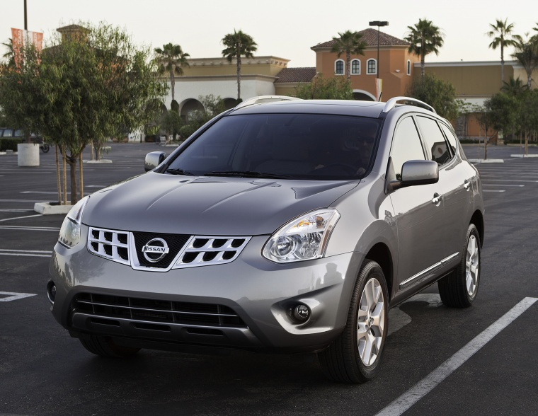 2013 Nissan Rogue SV With SL Package AWD In Platinum Graphite From A Front  Left View
