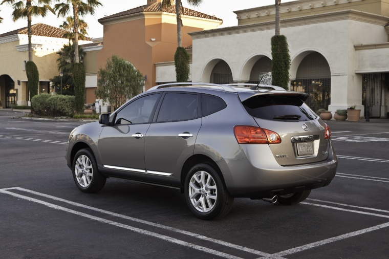 Captivating 2013 Nissan Rogue SV With SL Package AWD In Platinum Graphite From A Rear  Left Three