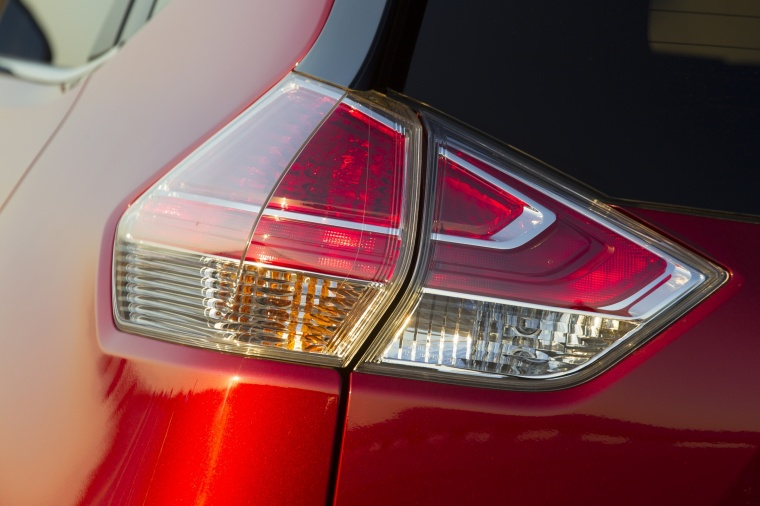 2016 Nissan Rogue SL AWD Tail Light Picture