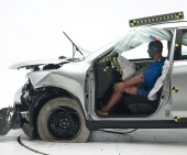 2016 Nissan Rogue IIHS Frontal Impact Crash Test Picture