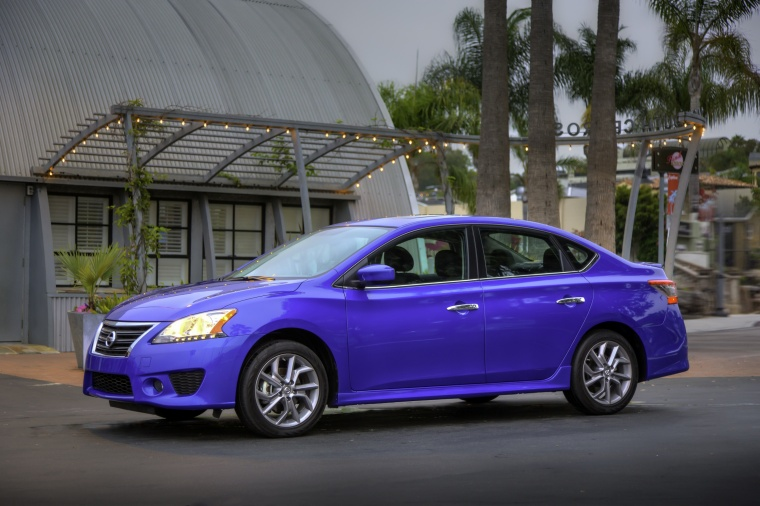 2015 nissan sentra sr in metallic blue color static front left three quarter view picture. Black Bedroom Furniture Sets. Home Design Ideas
