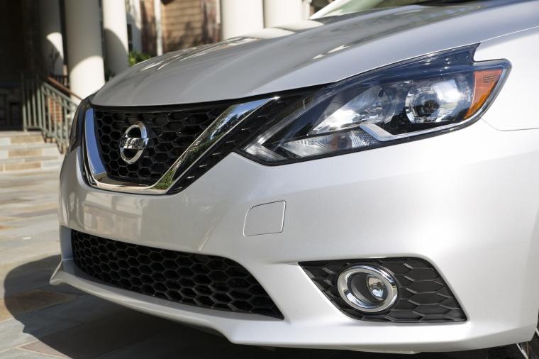 2017 Nissan Sentra SR Turbo Headlight Picture