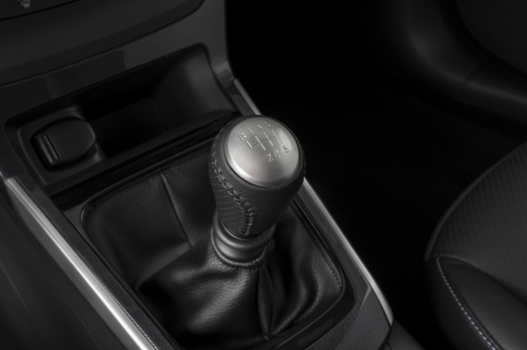 2017 Nissan Sentra SR Turbo Manual Gear Lever Picture
