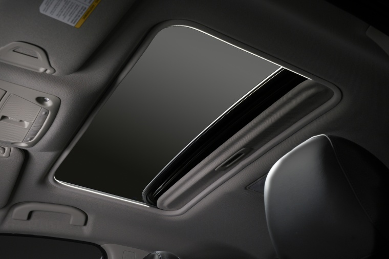 2017 Nissan Sentra SR Turbo Moonroof Picture