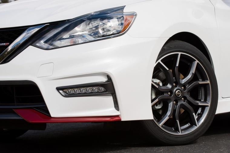 2017 Nissan Sentra NISMO Headlight Picture