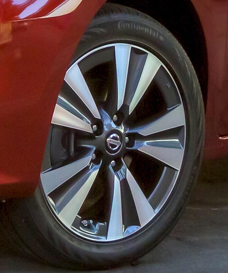 2017 Nissan Sentra Rim Picture
