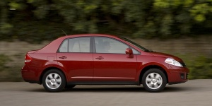 2010 Nissan Versa Reviews / Specs / Pictures / Prices