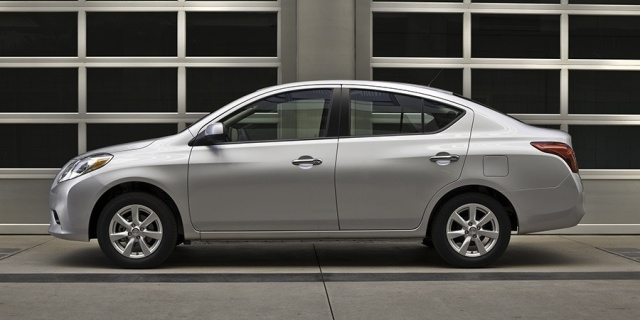 2012 Nissan Versa Pictures