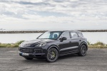 Picture of a 2019 Porsche Cayenne e-Hybrid AWD in Moonlight Blue Metallic from a front left three-quarter perspective