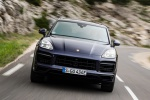 Picture of a driving 2019 Porsche Cayenne e-Hybrid AWD in Moonlight Blue Metallic from a frontal perspective
