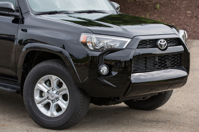 2018 Toyota 4Runner SR5 Front Fascia Picture