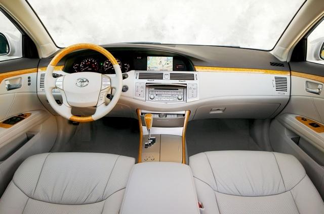 2010 Toyota  Avalon Picture