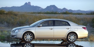 2010 Toyota Avalon Pictures