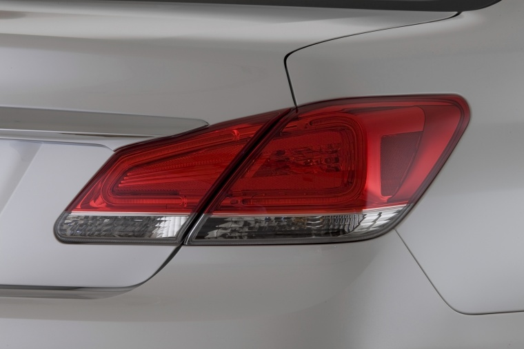 2011 Toyota Avalon Tail Light Picture