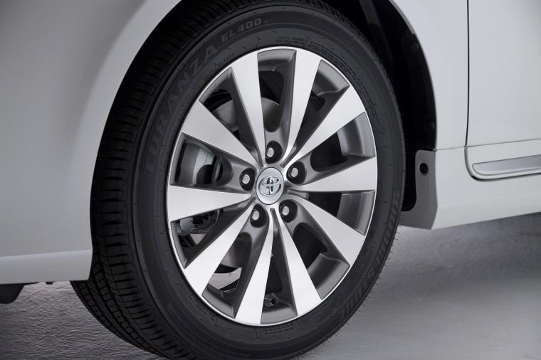 2011 Toyota Avalon Rim Picture