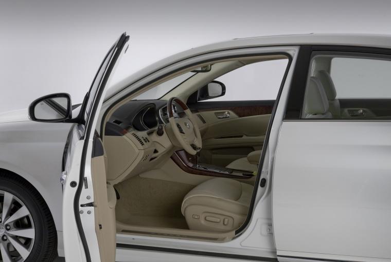 2011 Toyota Avalon Interior Picture