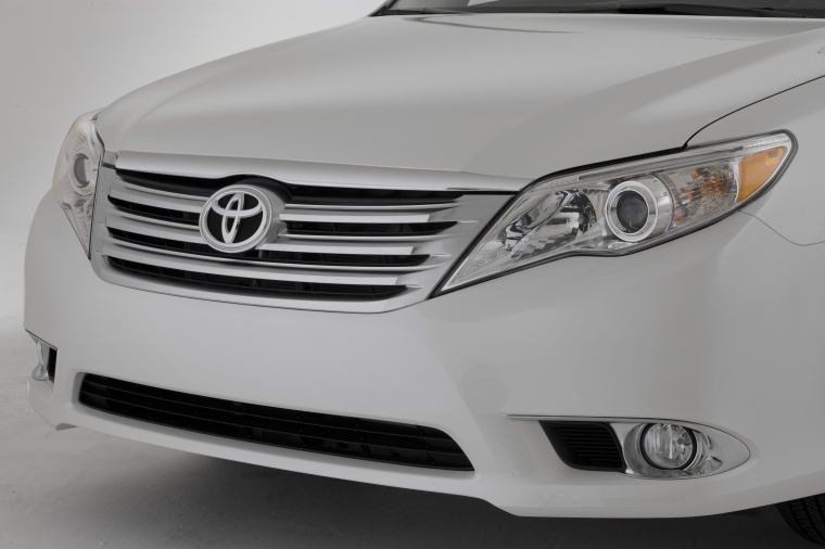 2012 Toyota Avalon Headlight Picture