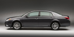 2012 Toyota Avalon Pictures
