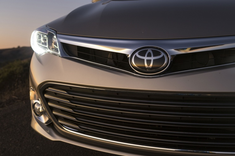 2013 Toyota Avalon Limited Headlight Picture