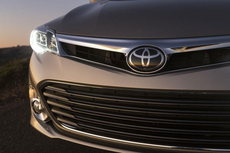 2014 Toyota Avalon Limited Headlight Picture