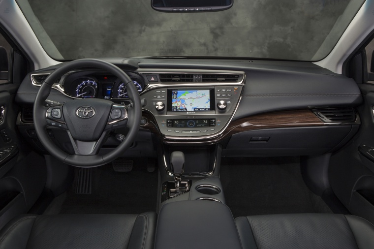 2014 Toyota Avalon Cockpit Picture