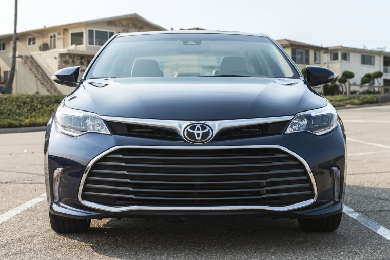 2017 Toyota Avalon Limited Picture