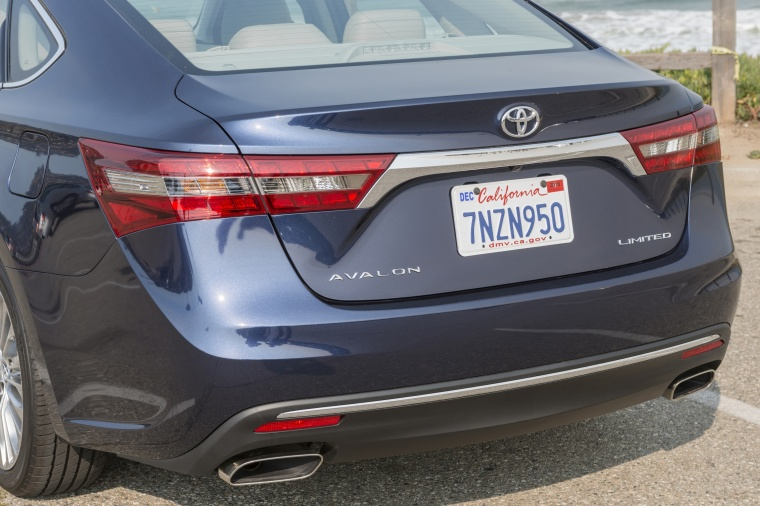2017 Toyota Avalon Limited Tail Lights Picture