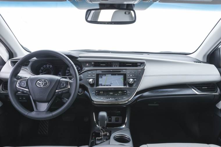 2017 Toyota Avalon Limited Cockpit Picture