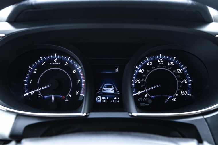 2017 Toyota Avalon Limited Gauges Picture