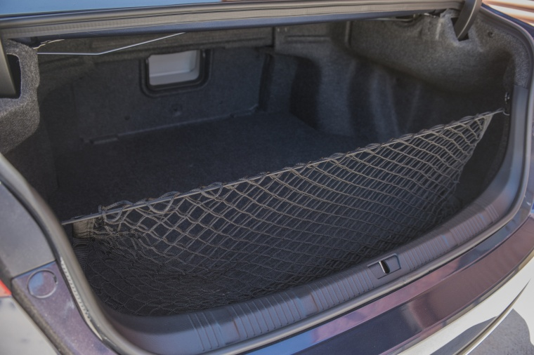 2017 Toyota Avalon Limited Trunk Picture