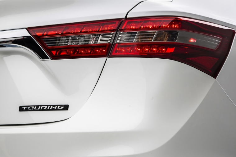2017 Toyota Avalon Touring Tail Light Picture