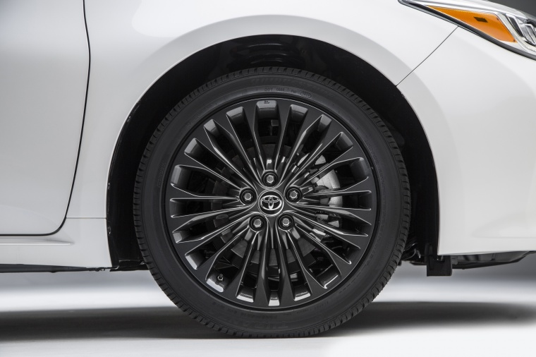 2017 Toyota Avalon Touring Rim Picture
