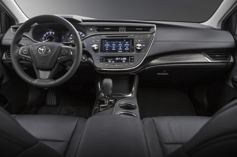 2017 Toyota Avalon Touring Cockpit Picture