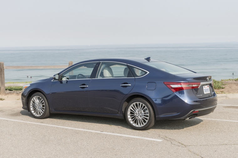 2018 Toyota Avalon Limited Picture