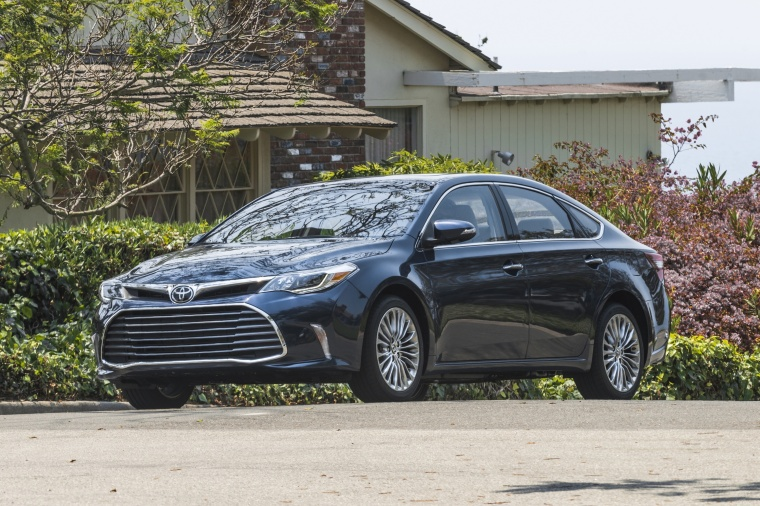 Driving 2018 Toyota Avalon Limited in Parisian Night Pearl from a front left three-quarter view